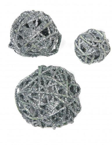Assortimento di palle color argento con brillantini