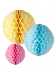 3 sfere di carta da appendere di colore giallo, celeste e rosa