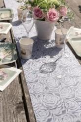 Runner da tavola in tessuto bianco con rose