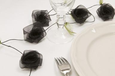 Ghirlanda di rose in organza nera