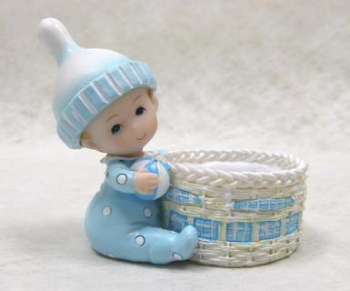 Cestello in resina con pupazzetto a forma di bambino