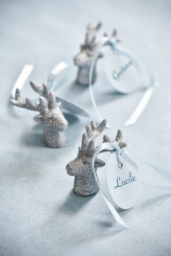 2 piccole figurine a forma di renna argentate-1