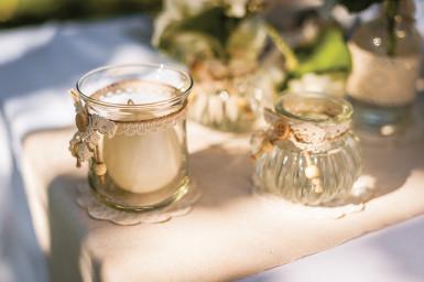 Piccolo vaso in vetro con antiche rifiniture in pizzo-1