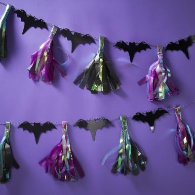 Ghirlanda di pipistrelli e nappe iridescenti-1