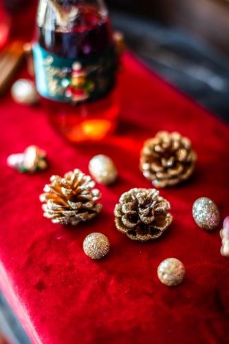 23 piccole decorazioni natalizie per la tavola brillantini oro-1