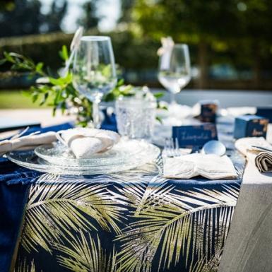 Runner da tavola in lino blu con foglie oro-1