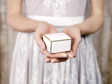 10 scatoline in cartone bianco con bordo oro-1