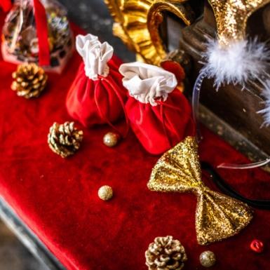 4 sacchetti in velluto rosso e cotone bianco-1