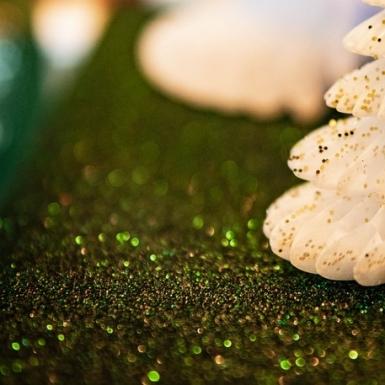 Runner da tavola scintillante con paillettes in verde pino -1