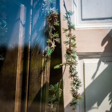 Ghirlanda rami di pino pigne e stelle-2
