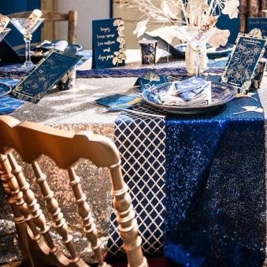 Runner da tavola in lino blu con rombi oro-1