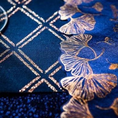 Runner da tavola in lino blu a quadri oro-1