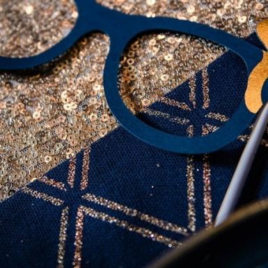 Runner da tavola in lino blu a quadri oro-2